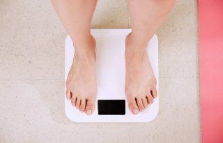 Alattomos kilók: miért hízunk gyorsabban, mint ahogy fogyunk?