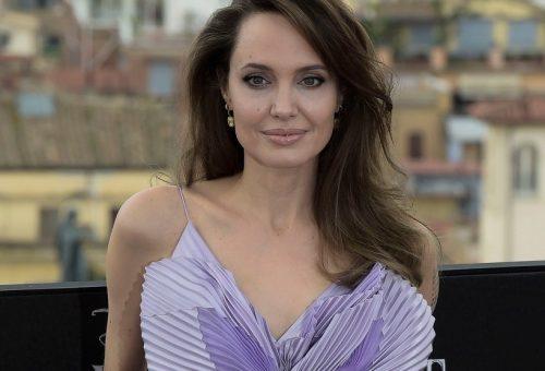 Angelina Jolie pillangóként jelent meg a premieren