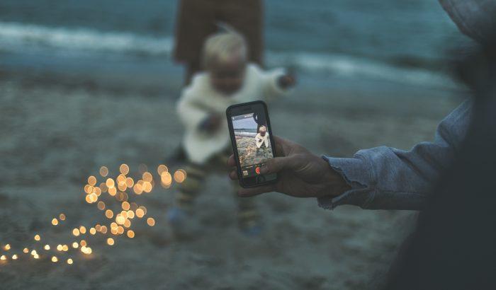 Tényleg árt, ha sokat fotózzuk a gyerekünket?