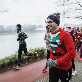 Újra ronda karácsonyi pulcsiban futhatunk a rászoruló gyerekekért