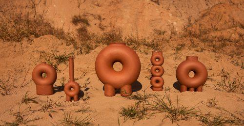 Ukrán talizmán ihlette terrakotta vázák