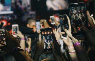 A gazdag tinik problémája az okostelefon-függőség