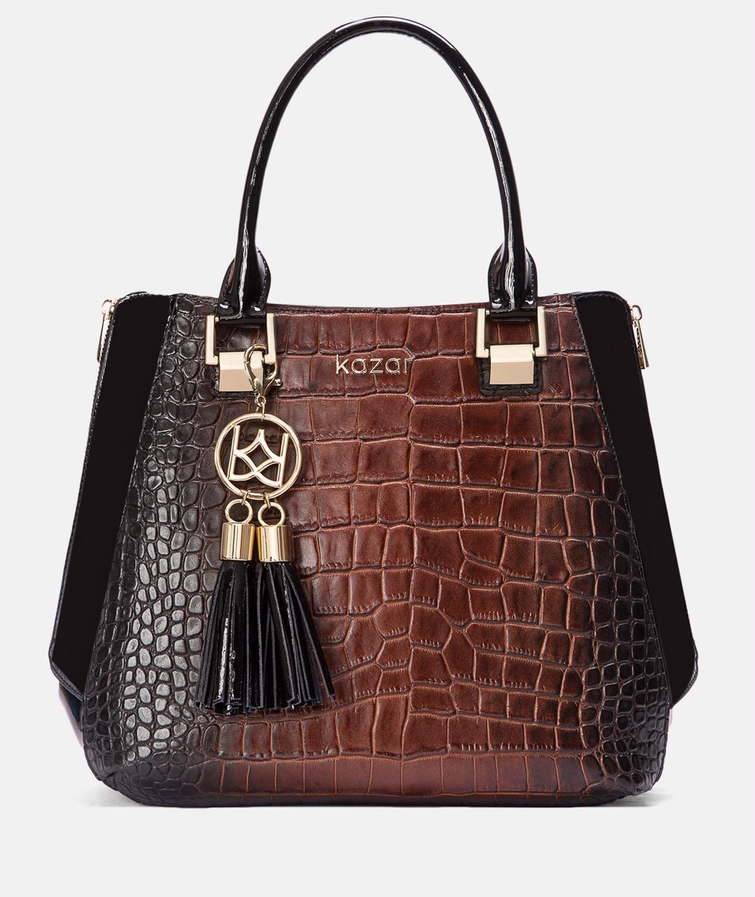 6. kép: Ne feledkezzünk meg a táskákról sem. Az évszak színe a sötétbarna, amit a színátmenet alkalmazása tesz igazán különlegessé Marietta fekete-barna kézitáska 82.990 forint