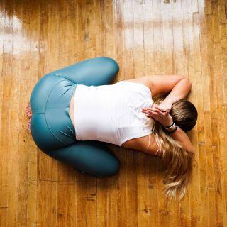 A kundalini jóga segíthet a hátfájás leküzdésében
