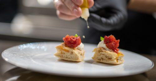 Először szavaz bizalmat hazai vállalkozásnak egy 2 Michelin-csillagos olasz étterem tulajdonosa és sztárséfje