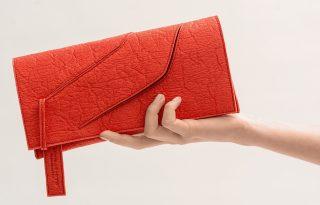 Izgalmas bőralternatívából készültek Siető Linda új táskái