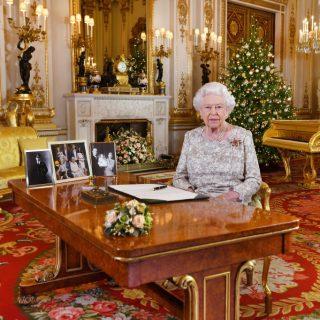 Milyen ruhában karácsonyoznak a királyi család tagjai?