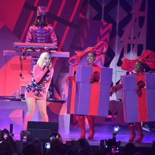 Elképesztően profi és szexi karácsonyi szettben fotózkodott Katy Perry
