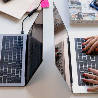 Az irodai flört csökkenti a stresszt