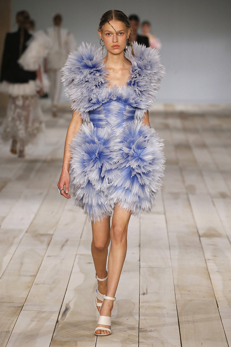 Alexander McQueen : Runway - Paris Fashion Week - Womenswear Spring Summer 2020