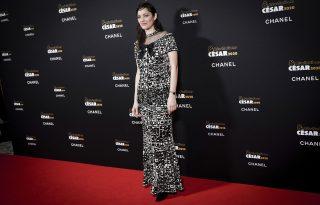 Marion Cottilard francia eleganciával támogatja a fiatal tehetségeket