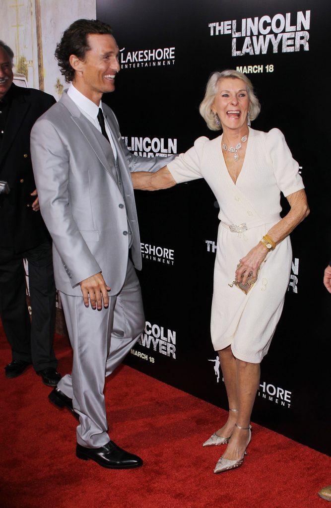 Matthew McConughey és Hugh Grant összehozták a szüleiket