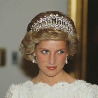 Nyilvánosságra került Diana hercegnő egyik kézzel írt levele