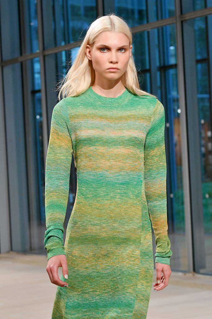 Tibi csíkos ruha (Fotó: Getty Images)