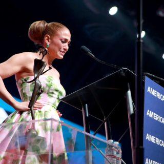 Jennifer Lopez könnyek között vette át első díját az új filmjéért