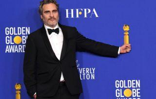 Joaquin Phoenix ugyanazt a szmokingot viseli az egész díjátadó-szezonban