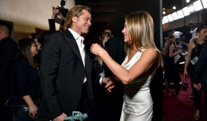 Tényleg Brad Pitt tűnt fel Jennifer Aniston szelfijén? A rajongók szerint igen!