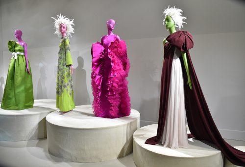 A nőket ünneplik a Párizsi Divahét haute couture alkotásai