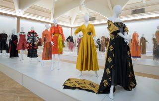 Megnyílt a 25 éves KATTI ZOÓB Divatház retrospektív kiállítása