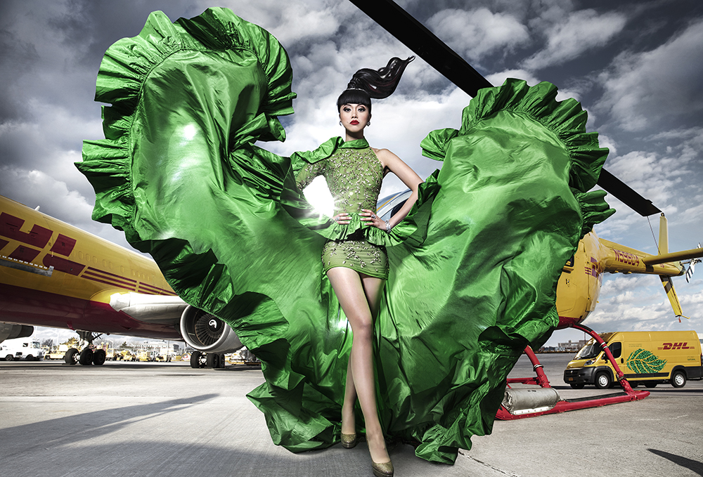 Jessica Minh Anh - DHL - divatbemutató