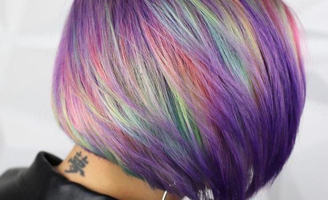 Vízipisztollyal festett kaleidoszkóp hajak