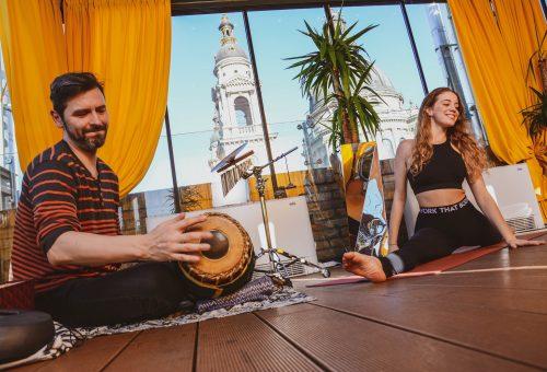 5 perc jóga Johannával: boldogság jóga