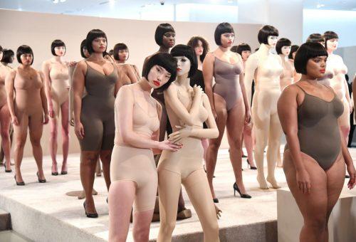 Már kapható Kim Kardashian alakformáló fehérneműkészlete