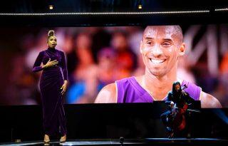 Jennifer Hudson érzelmes dalt adott elő Kobe Bryant tiszteletére