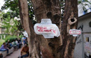 Egyetemista lányokat vetkőztettek le Indiában, hogy kiderítsék, menstruálnak-e