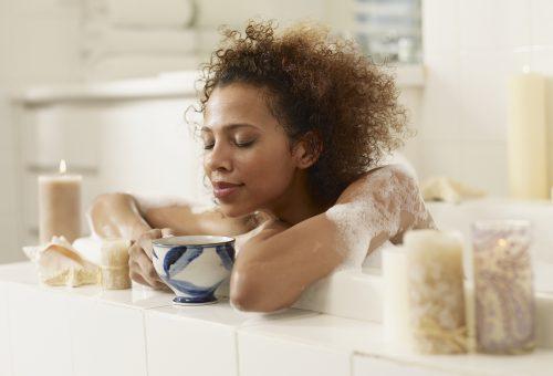 100%-ban természetes, kényeztető teafürdő recept Valentin-napra