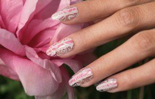Angol rózsakerteket idéző körömlakkok