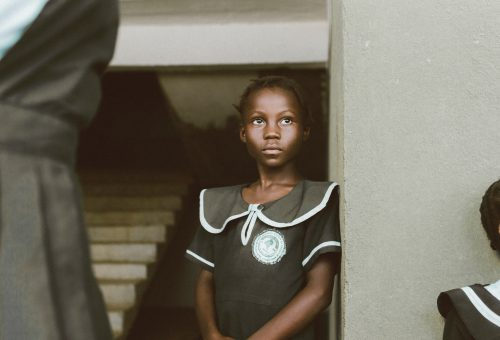 Elhízás, öngyilkosság és szexuális erőszak: a legnagyobb veszélyek a lányokra