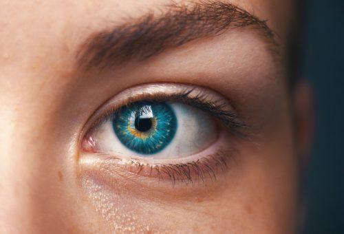 A levegőben szálló por nem kíméli a szemet