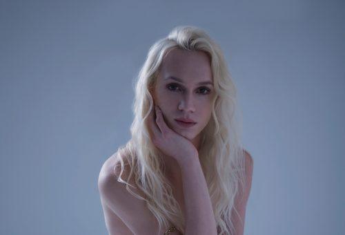 Magyar transznemű modell a Vogue Italia divatanyagában