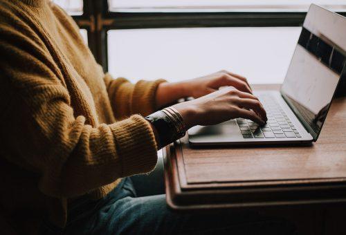 Elitképzés és művészeti tanfolyamok: online kurzusok karantén idejére