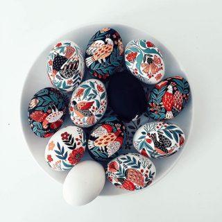 Művészi húsvéti tojások hagyományos üzbég mintákkal