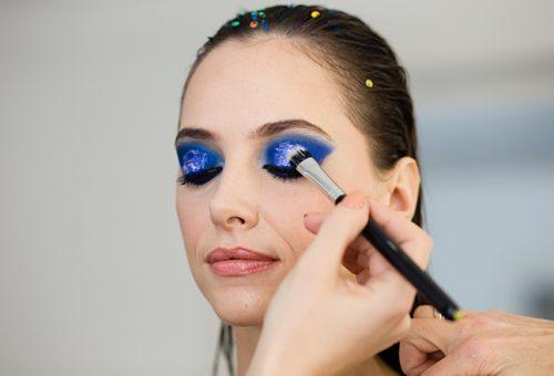 A legszebb kék sminkinspirációk, amiket otthon is kipróbálhatsz