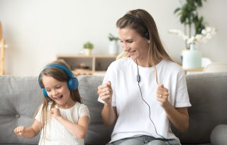 A zene regenerálja az agyat a túl sok képernyőbámulás után