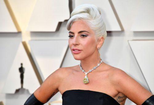 Lady Gaga és Billie Eilish is a saját nappalijából adott jótékonysági koncertet