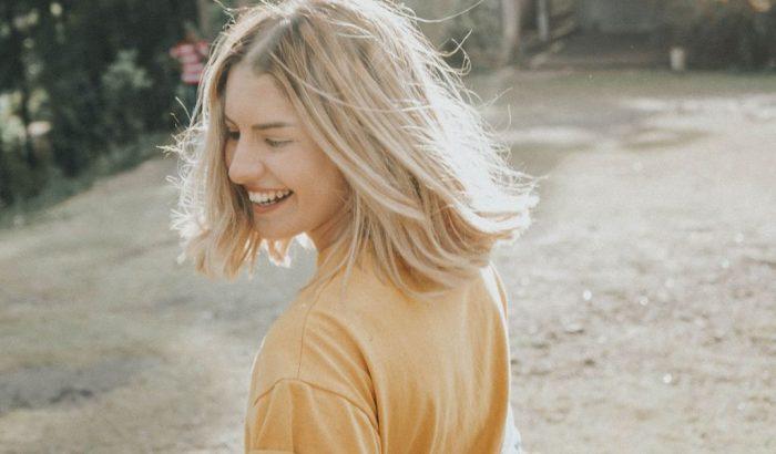 Így akadályozhatod meg, hogy besárguljon a szőkített hajad