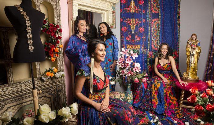 Roma nők állnak modellt a cigány-magyar divatmárka vizuális kampányában