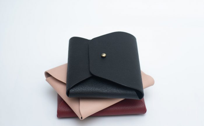 Almából készülnek a minimalista táskák