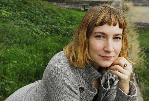 """""""Nem a gyerek a boldogság egyedüli forrása"""" – interjú Sheila Heti írónővel"""