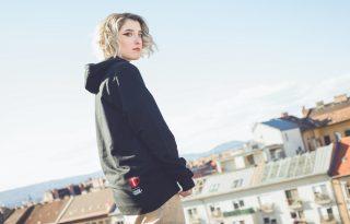 Társadalmi problémára reflektál új dalával Tamáska Gabi