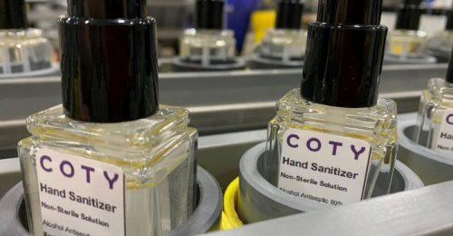 A Coty a legújabb szépségvállalat, amely kézfertőtlenítő-gyártással segít