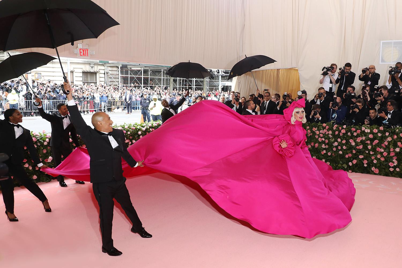 4. kép: Lady Gaga Brandon Maxwell ruhában