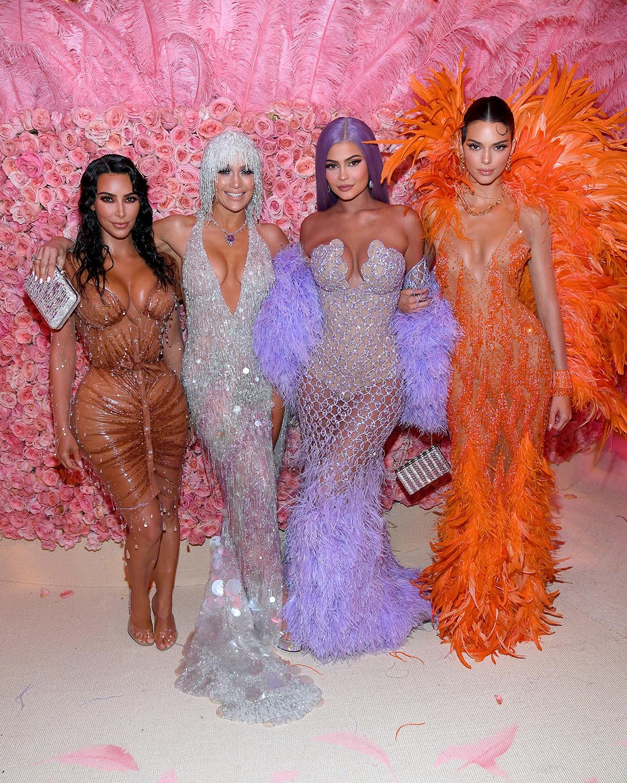 7. kép: Kim Kardashian West, Jennifer Lopez, Kylie Jenner és Kendall Jenner (2019)