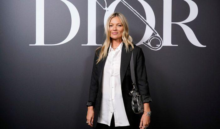 Kate Moss aukcióra bocsátja ruhatárát