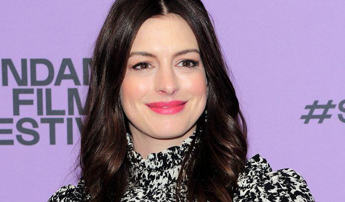 Szerintünk Anne Hathaway nyerte a párnacsatát