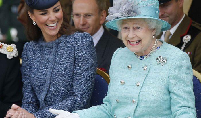 Családtagjai különleges fotókkal köszöntötték II. Erzsébetet születésnapján